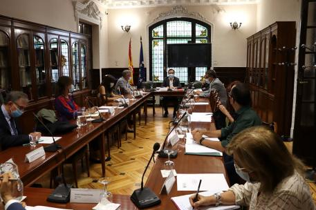 Reunión del Consejo de Consumidores y Usuarios (CCU) con la presencia del ministro